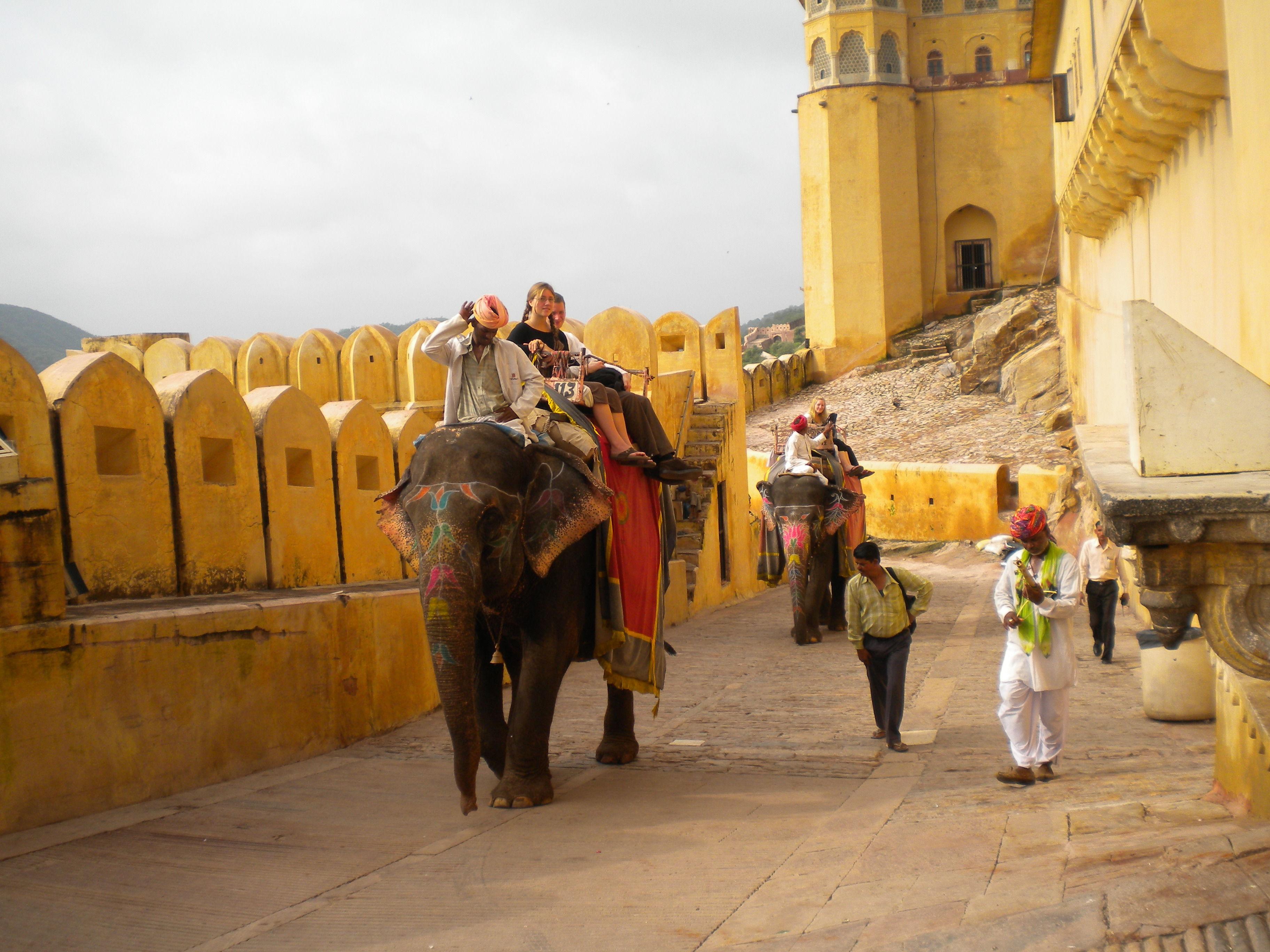 Amber_Fort_-_Tourists_to_fort_on_elephant_1
